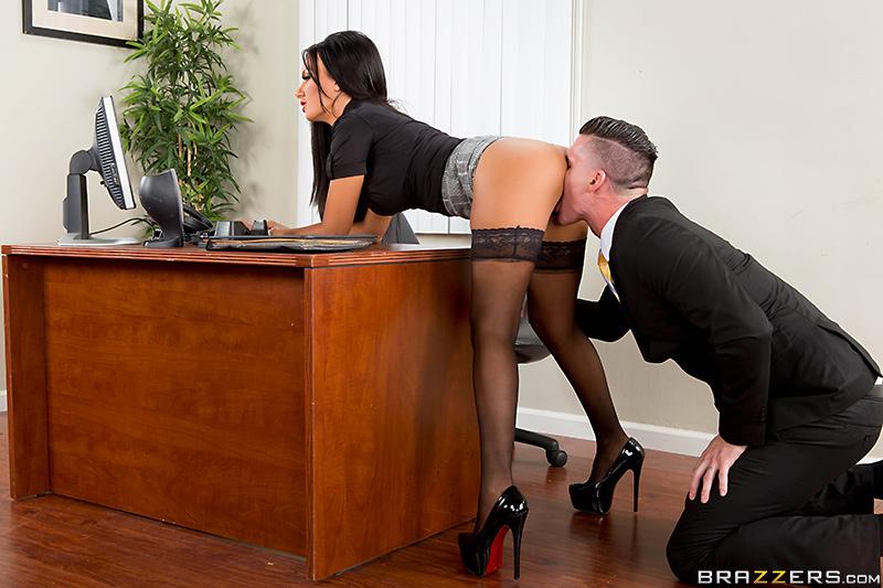 фото разврата секретарши бос в ставляет свой болт